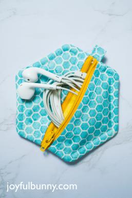 Hexagon-Zipper-Pouch-Tutorial