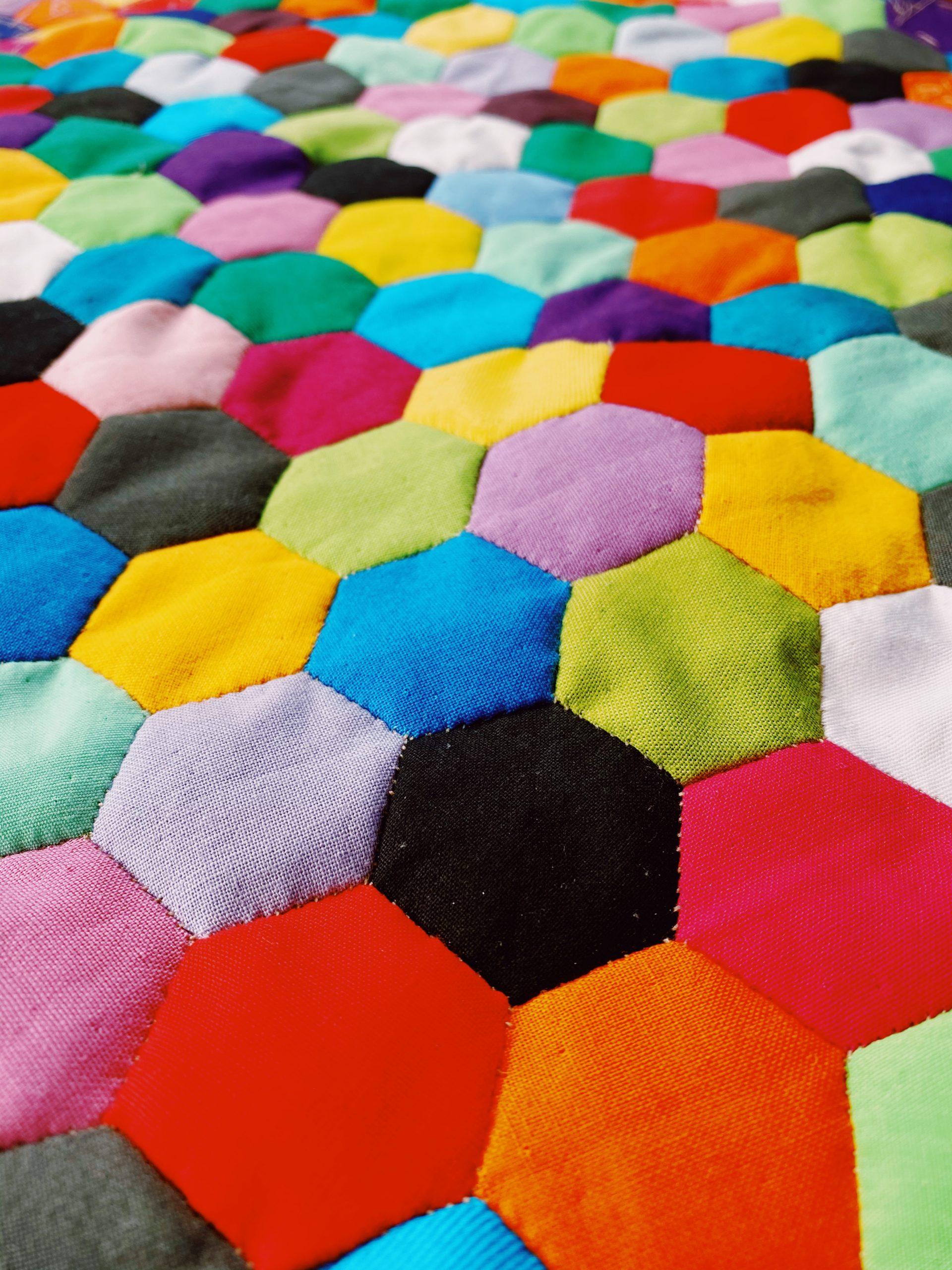Rainbow-EPP-Quilt-Hand-Sewn-Quilt